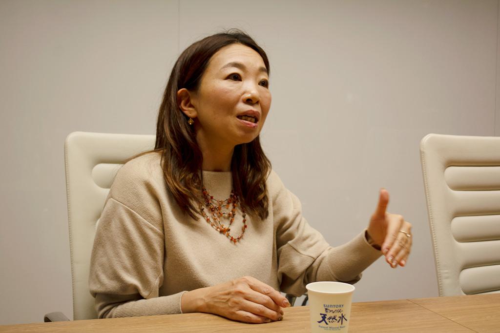 キャリアコンサルタントのみさきじゅり氏 インタビューカット(左)