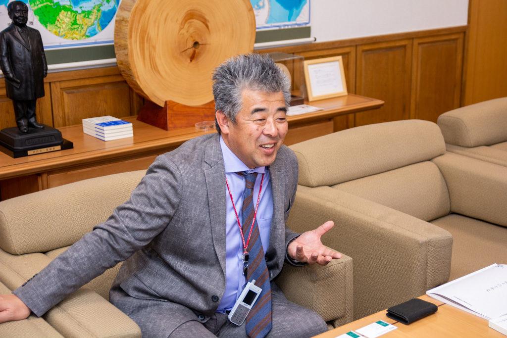 伊那食品工業の創業当初について語る塚越英弘社長