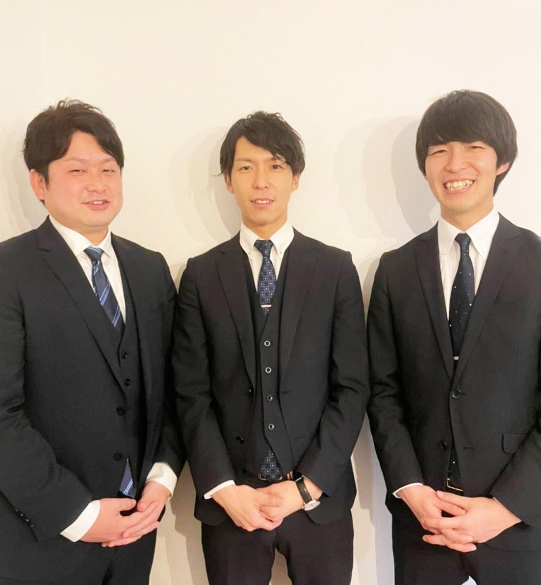 尾前損害調査オフィスの北野康太さん、羽角元希さん、羽角雄基さん(左から)