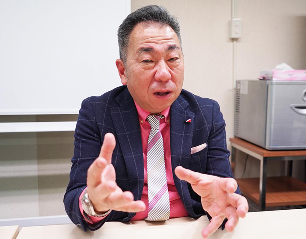 エイコムのアーツエイハンと両社で代表取締役を務める飯塚吉純さん