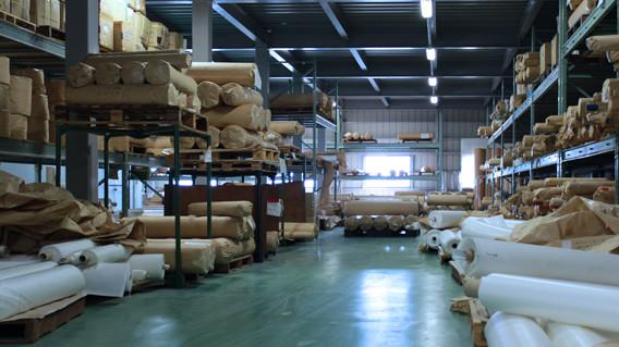 大塚産業の本社・倉庫の内観 オーダーメイドのろ過布に対応