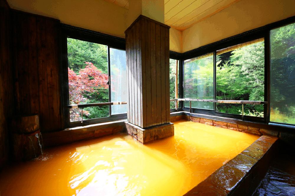 明治温泉の露天風呂