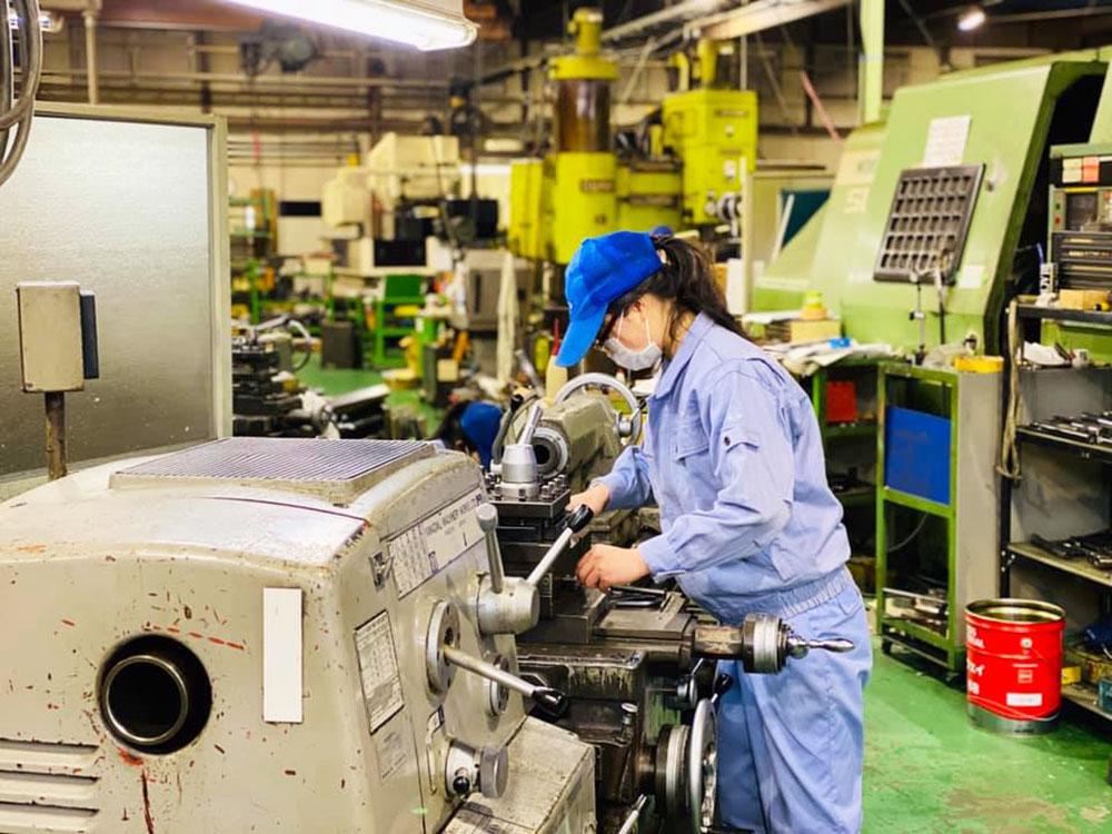 女性の技術者も活躍できるのが茂呂製作所の魅力のひとつ