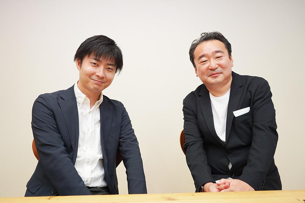 日本自動ドアの吉原二郎さん(右)と明治学院大学講師の佐藤祐太さん(左)
