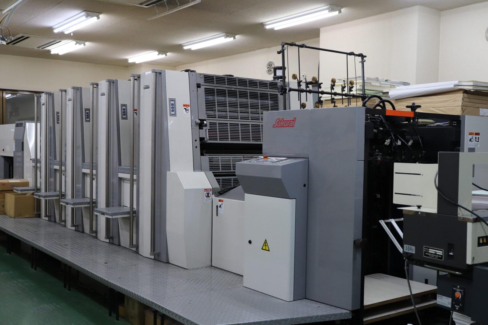 オピカの工場には印刷機が整備されている