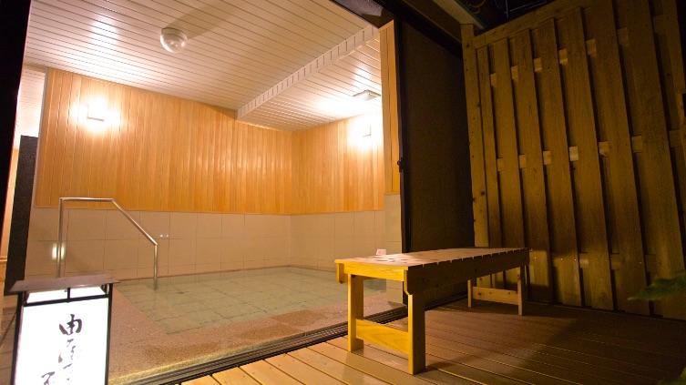 檜の香り漂う浴場
