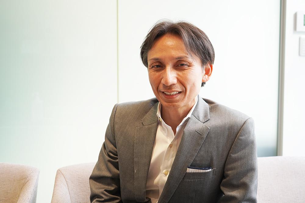 株式会社富山銀行執行役員金沢営業部長 末武真吾さんへのインタビューの様子