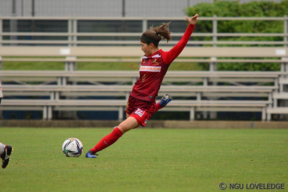 ラブリッジ名古屋の女子サッカーの試合の様子